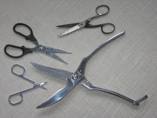 picture of lots of scissors